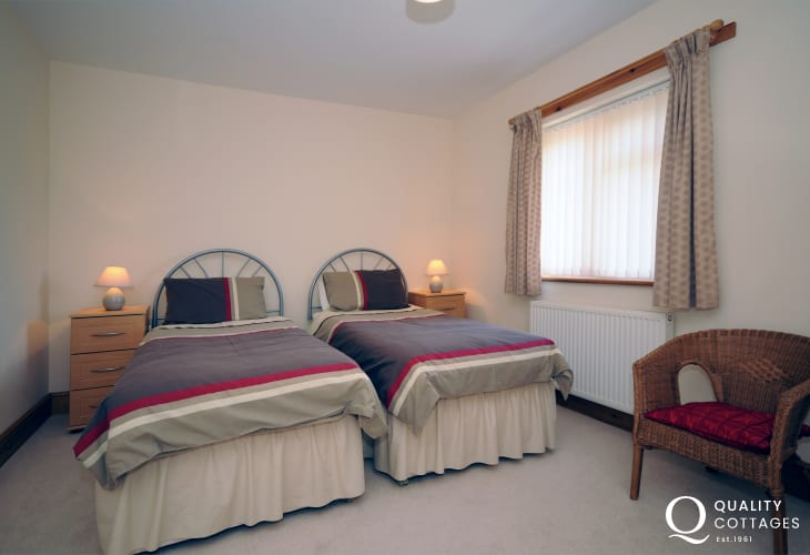 Holiday cottage Wales - twin bedroom