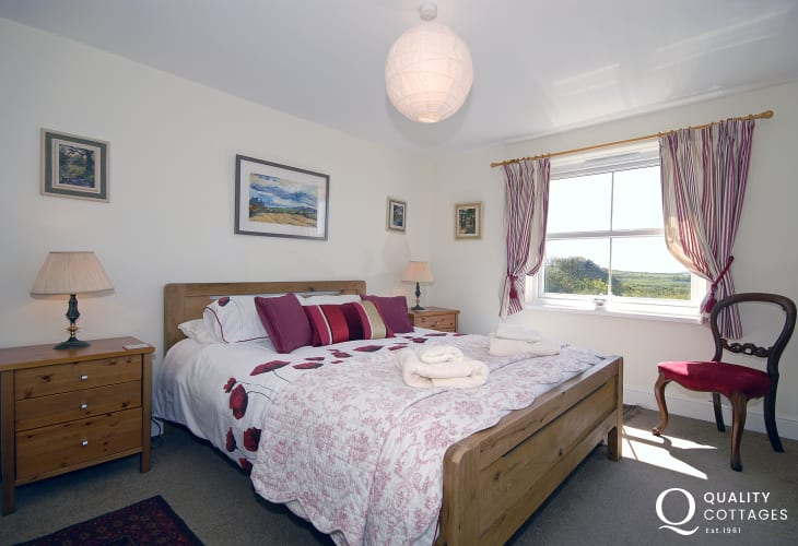 Strumble Head holiday cottage sleeping 6 - double with coastal views