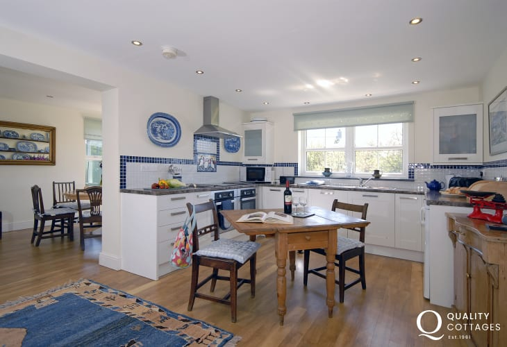 Strumble Head self-catering cottage - luxury fitted kitchen