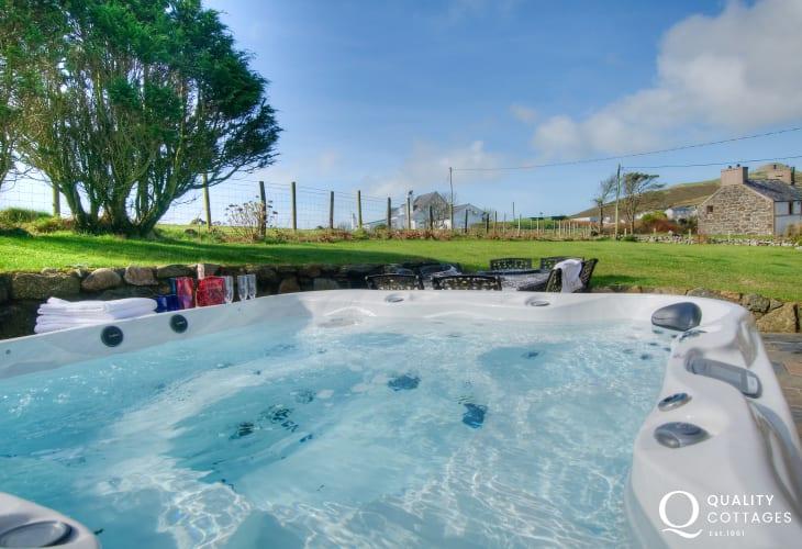 Hot tub Lleyn holiday cottage