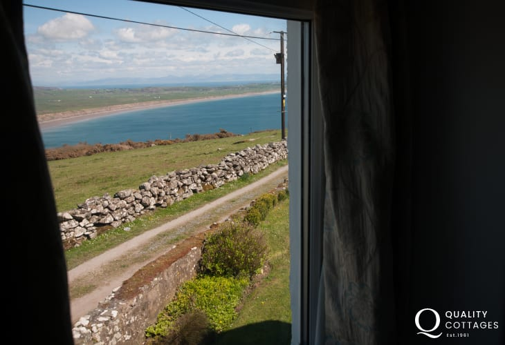 Pet friendly cottage with hot tub Wales - sea views