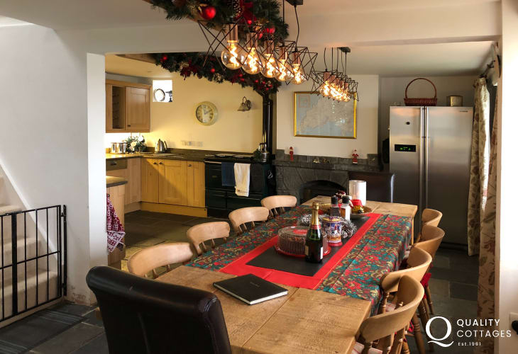5 bed holiday cottage wales  - kitchen