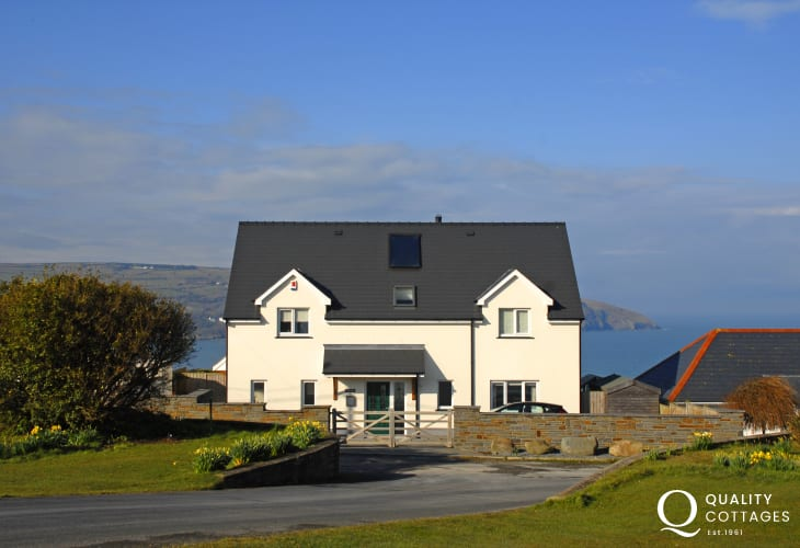 Coastal cottage overlooking the Teifi Estuary - pets always welcome