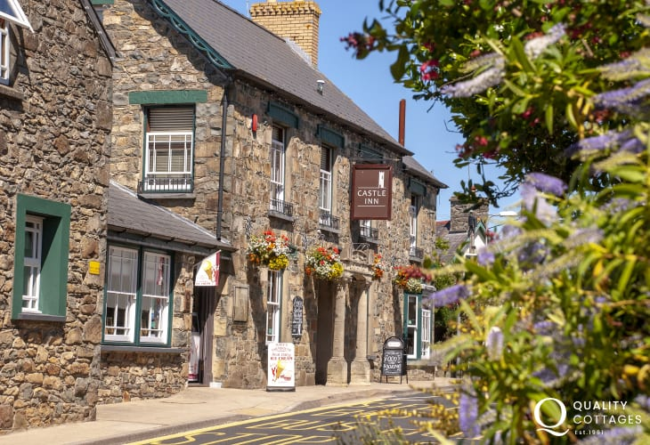 Try The Castle in Newport's High Street for excellent freshly prepared local produce - pet friendly too