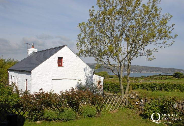 Pet friendly Pembrokeshire holiday cottage with sea views and gardens