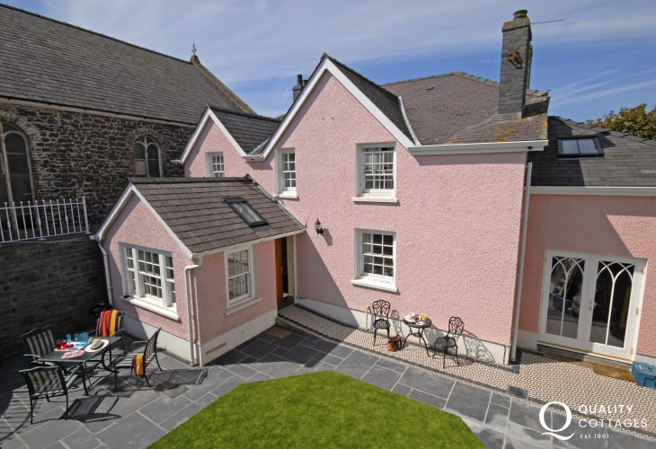 Pet friendly Aberaeron Georgian town house