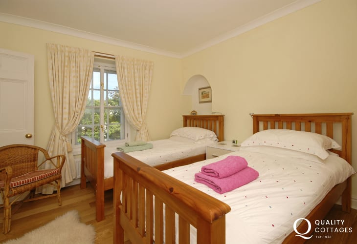 Cardigan coast holiday home sleeps 6 - twin with en-suite shower