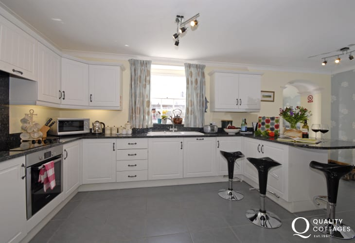 Aberaeron self-catering town house - spacious fitted kitchen