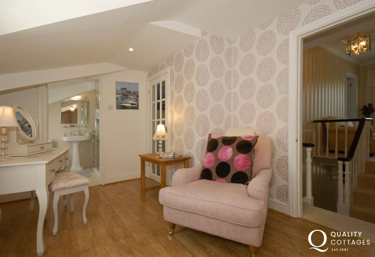Luxury holiday home in Aberaeron - king size bedroom dressing area
