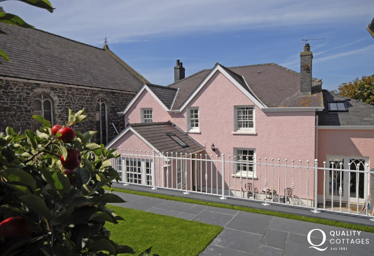 Aberaeron Georgian town holiday home with enclosed rear gardens and patio