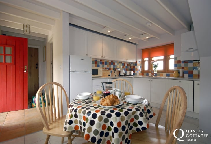 Self-catering holiday cottage near Narberth - modern kitchen/diner
