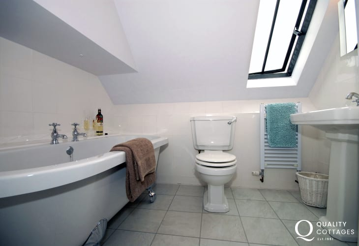 Narberth holiday home - ground floor wet room