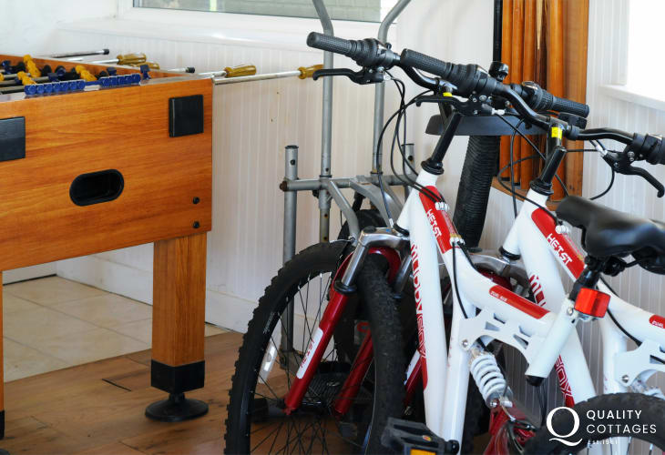 Abersoch house with pool table, table tennis and bikes for visitors to use