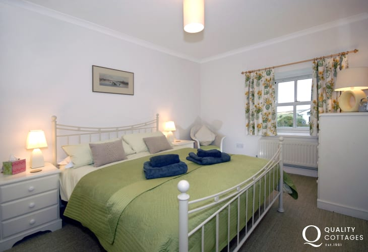 Pembrokeshire coastal cottage - king size double