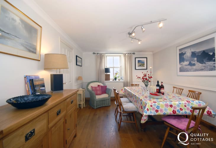 Coastal cottage Pembrokeshire - dining room