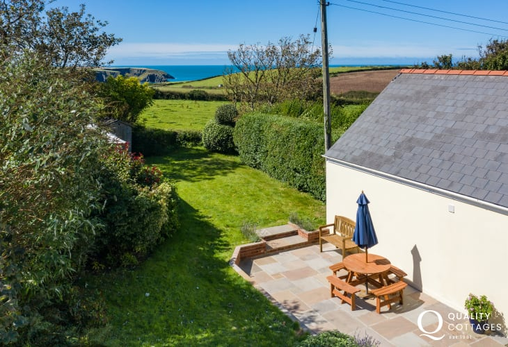Sea Views from Trefin coastal cottage with patio