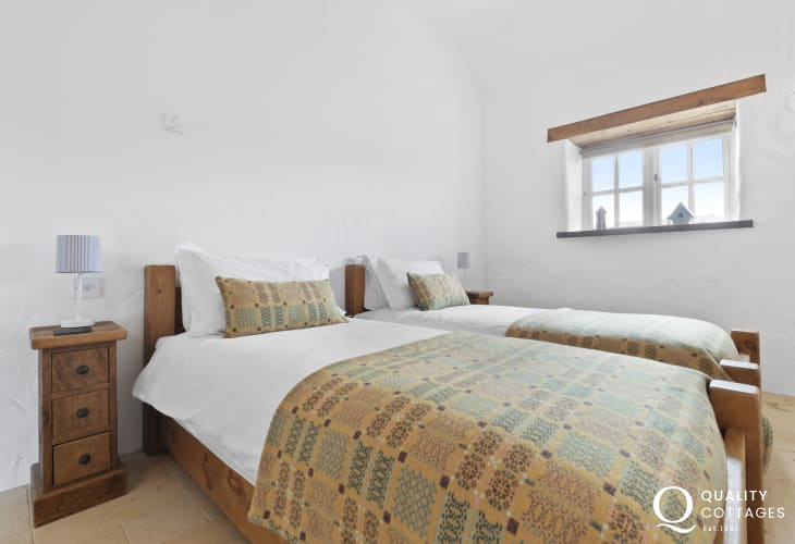 Coast cottage with bright twin room
