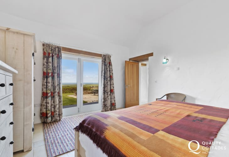 St Davids holiday home with sea views - super king size bedroom