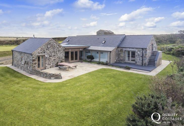Pembrokeshire cottage holiday sea views sleeps 8