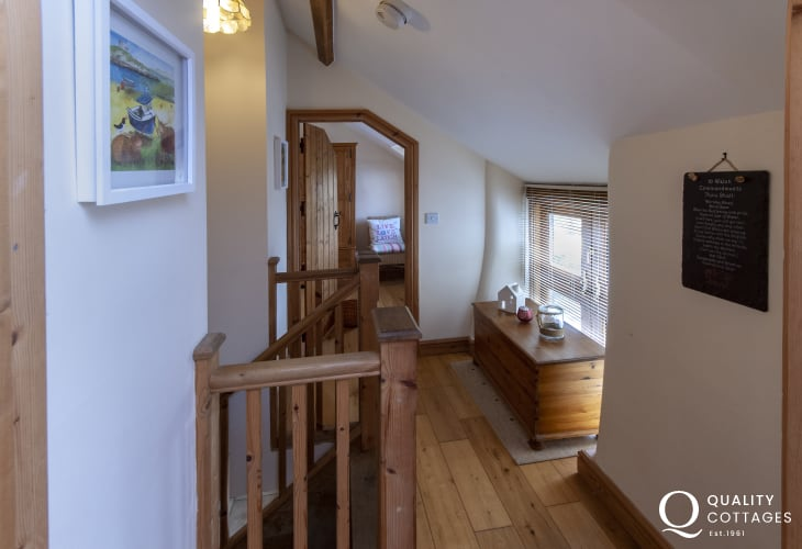 Pembroke Castle holiday cottage - landing