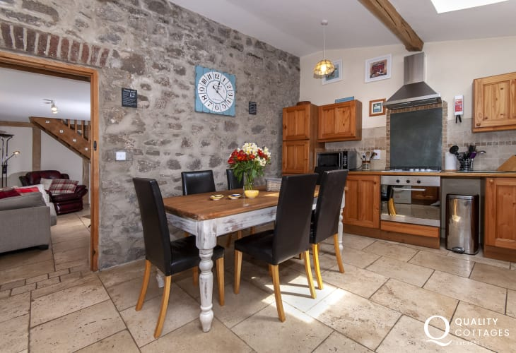 South Pembrokeshire holiday home - fully equipped kitchen/diner