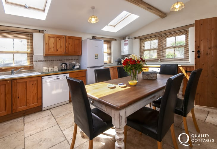 Self-catering in Pembroke town - spacious modern kitchen/diner