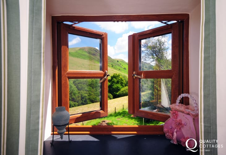 Mid Wales holiday cottage - countryside views
