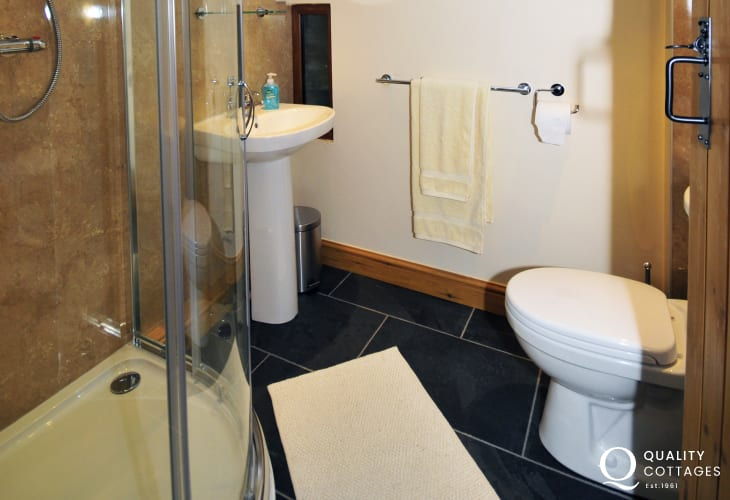 Machynlleth holiday - double en-suite on first floor