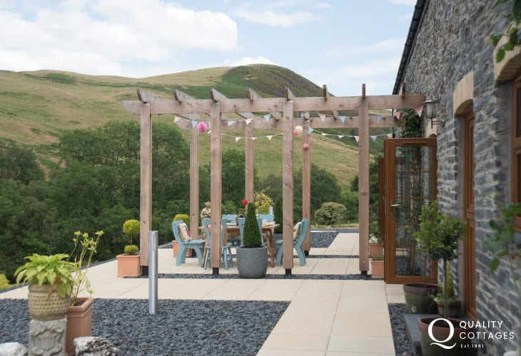 Spectacular views from luxury holiday cottage