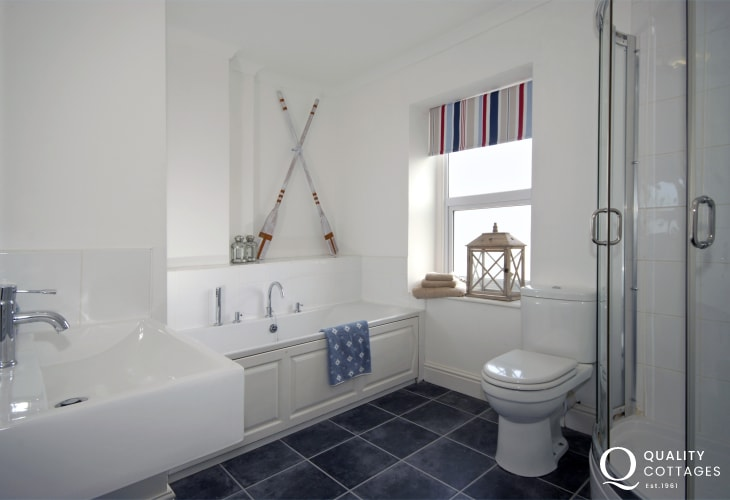 Aberaeron holiday home - family bathroom with walk-in shower