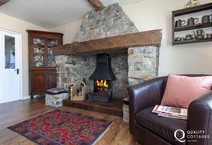 Aberaeron holiday home - cosy dining room with open fire