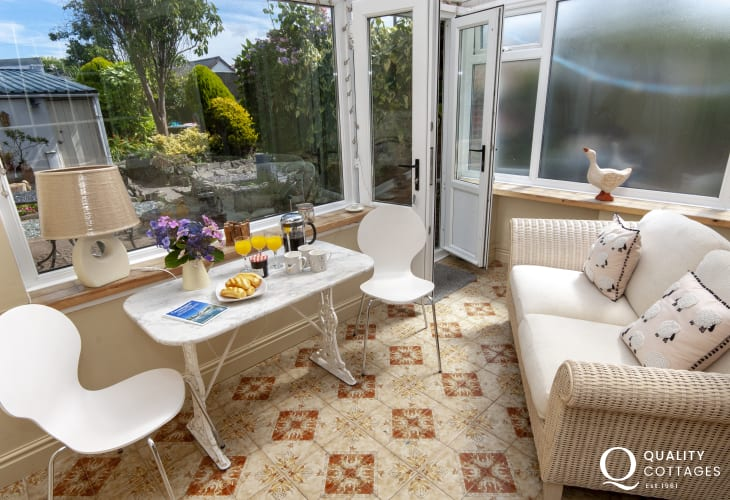 Aberaeron family holiday home - sun room overlooking the gardens