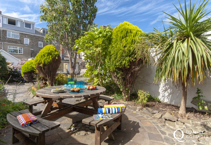 Dog friendly Aberaeron holiday home - enclosed rear gardens