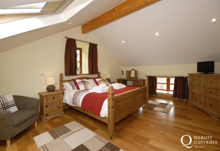 Coastal cottage near Laugharne - master double