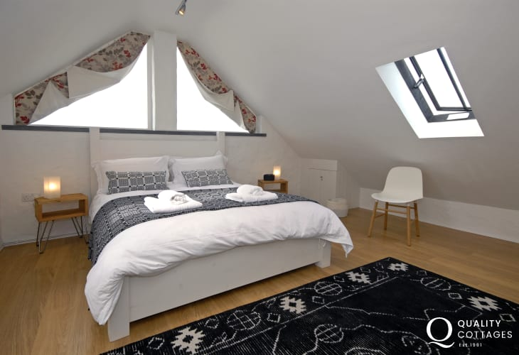 Master (second floor) en suite bedroom with super kingsize bed and stunning sea views