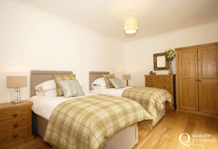 Pembrokeshire waterside holiday home sleeps 6 - twin with 'Juilet'balcony