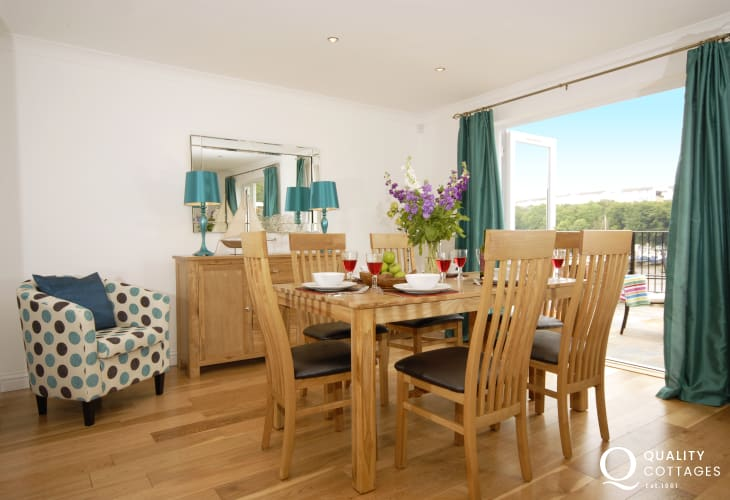 Spacious, open plan home for holidays - dining area