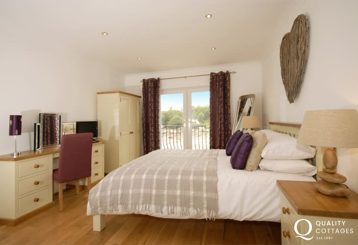 Pembrokeshire Haven Waterway holiday home - master with en-suite, tv/dvd and  'Juliet' balcony'