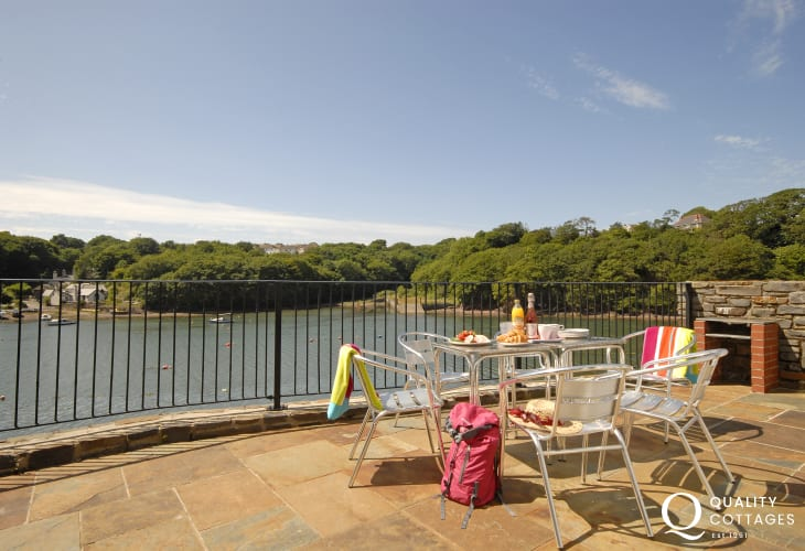 Pet friendly luxury holiday home overlooking the Haven Secret Waterway - terrace