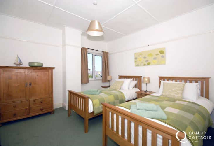 New Quay, Cardiganshire holiday home - twin bedroom