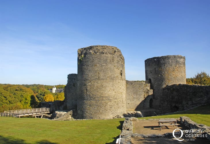The striking romantic ruin of Cilgerran Castle (N.T) has inspired many artists including Turner