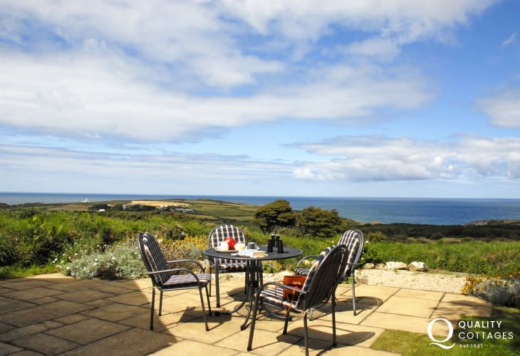 Cottage in The Pembrokeshire Coast National Park - patio with sea views