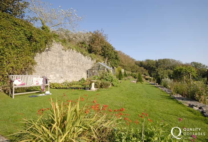 Welsh holiday cottage on the Glamorgan Coast garden