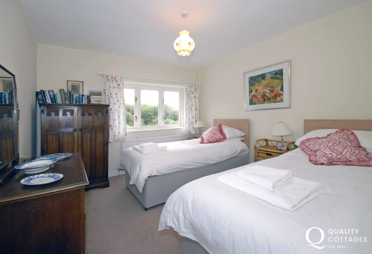 Heritage Coast holiday cottage  - twin bedroom