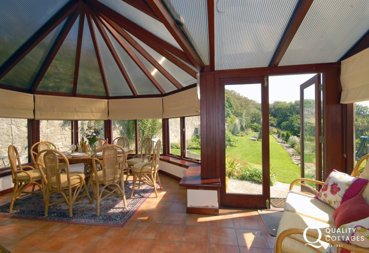 Dunraven Beach holiday cottage - conservatory