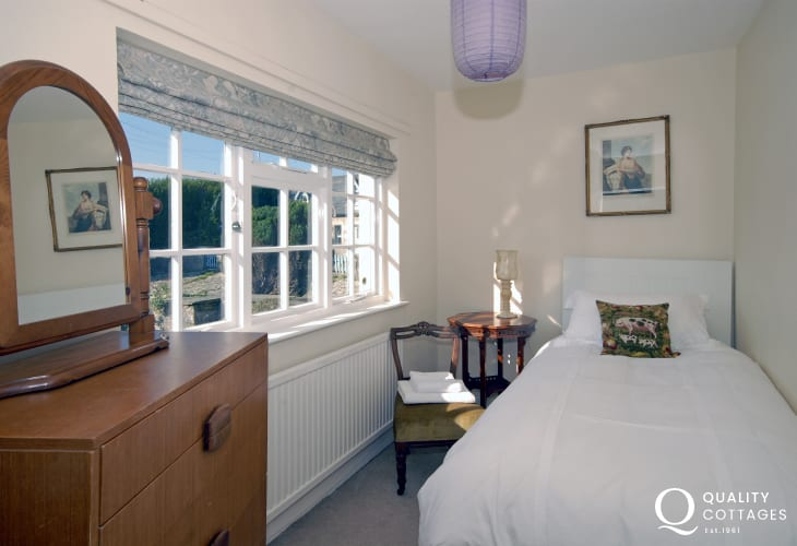 Southerndown holiday farmhouse sleeping 8 - single