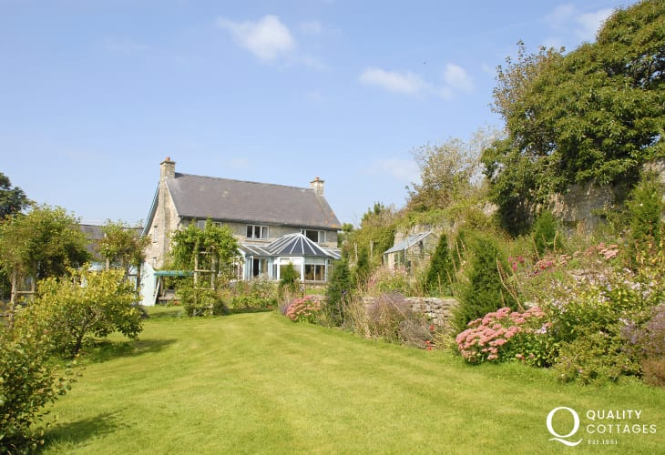 Grade II listed Welsh holiday farmhouse with large gardens - pets welcome