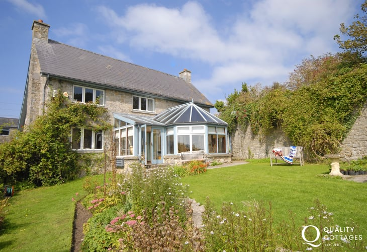 Dunraven Beach holiday cottage sleeps 8