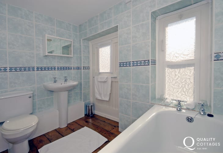 Dunraven Bay holiday home - family bathroom