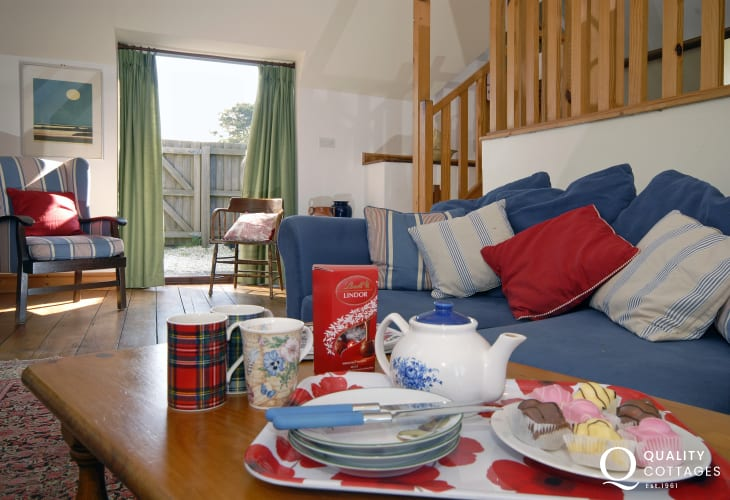 Pet friendly Southerndown holiday house near Dunraven Bay - sitting room